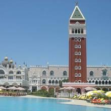 Hned kousek od Kremlu lze na pobřeží v Antalyi najít i repliku náměstí sv. Marka v Benátkách s chrámem, zvonicí i Dóžecím palácem.
