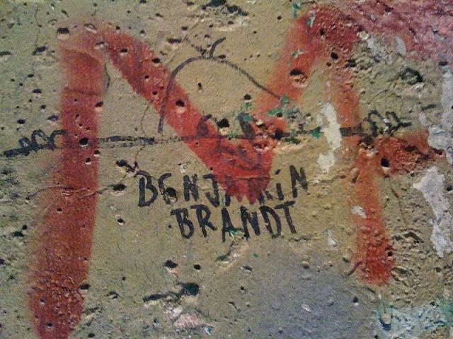 Kilroy na kusu Berlínské zdi, Newseum, Washington