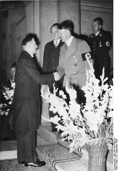 Nevill Chamberlain se podruhé schází s Hitlerem v Bad Godesbergu 22. září 1938