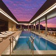 Nejvýše hodnocený hotel Hilton Barra se honosí střešním bazénem.