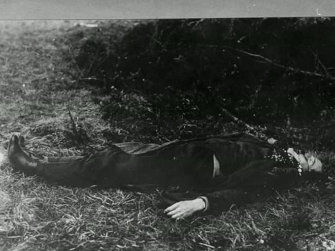 Mrtvý Arnošt Mikš po přestřelce na Požárech