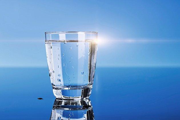 Třicetidenní pití vody. Pouze vody. A s naším tělem se stane zázrak!