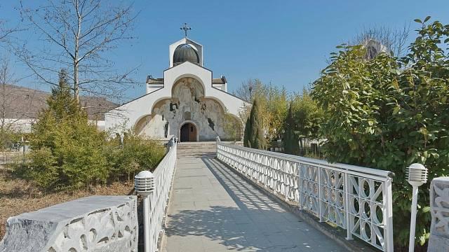 Kostelík v Rupite v Bulharsku postavený na památku Vangy