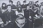 Soud s únosci letadla (Jiří Vochomůrka zcela nalevo)