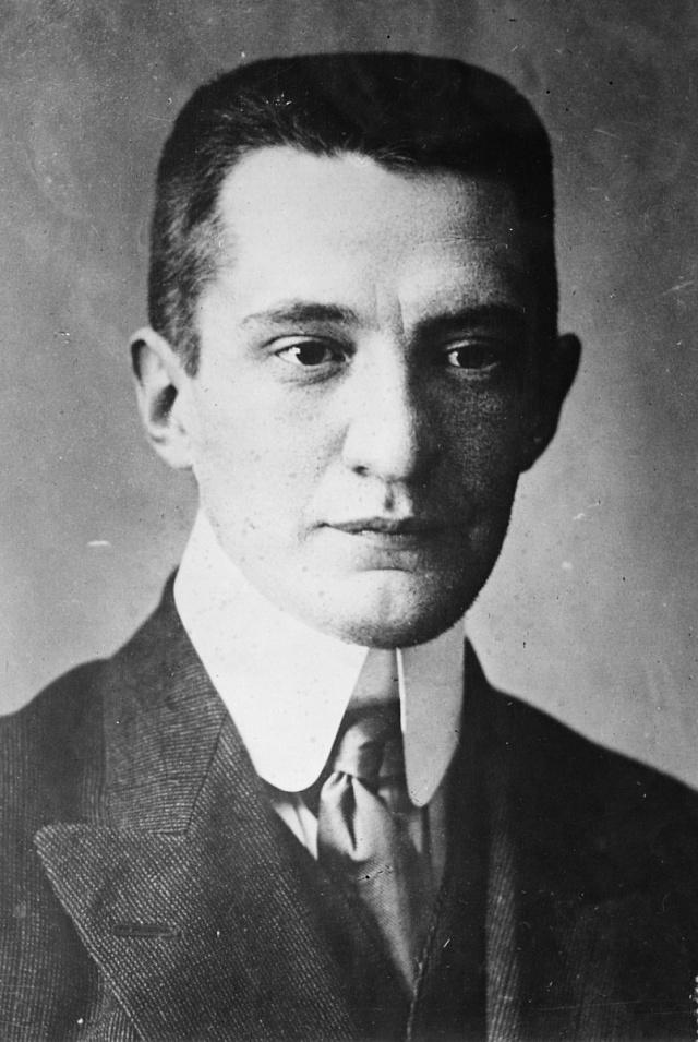 Alexander Kerenský - souhlasil svytvořením ženské elitní jednotky