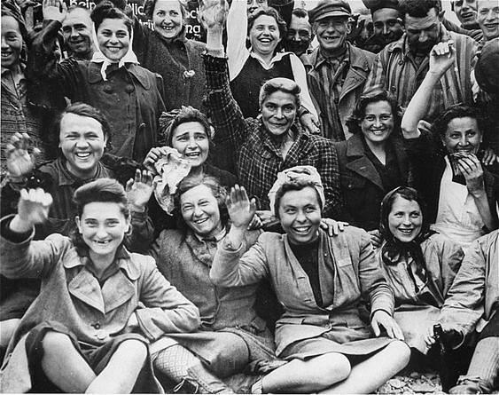 Vězněné ženy při osvobození Dachau