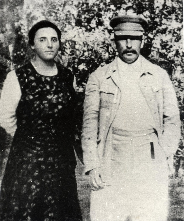 Stalin smanželkou Naděždou