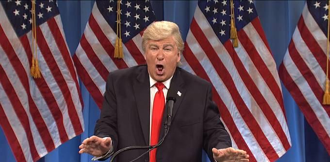 Alec Baldwin slaví velké úspěchy jako Donald Trump v Saturday Night Live.