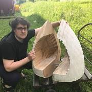 """Urbanista Jan Trejbal s dřevěným """"kopytem"""" na budoucí Včelí boží muka"""