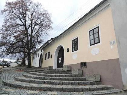 Údajný rodný domek Jana Husa v Husinci u Prachatic. Objekt byl letos zrekonstruován nákladem 26 milionů korun.