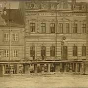 Kulomet vypálil z prvního patra tehdejší pošty