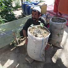 Navzdory snaze afghánských farmářů zůstává hlavní překážkou pro rozvoj zemědělské produkce v odlehlých venkovských oblastech nedostatek prostředků a odborných znalostí.