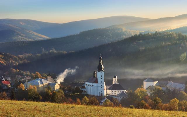 Městečko Branná vpodhůří Jeseníků, dříve Goldenstein čili Kolštejn, se po čtyřicetiletém živoření teprve vposledních letech stalo magnetem pro turisty.