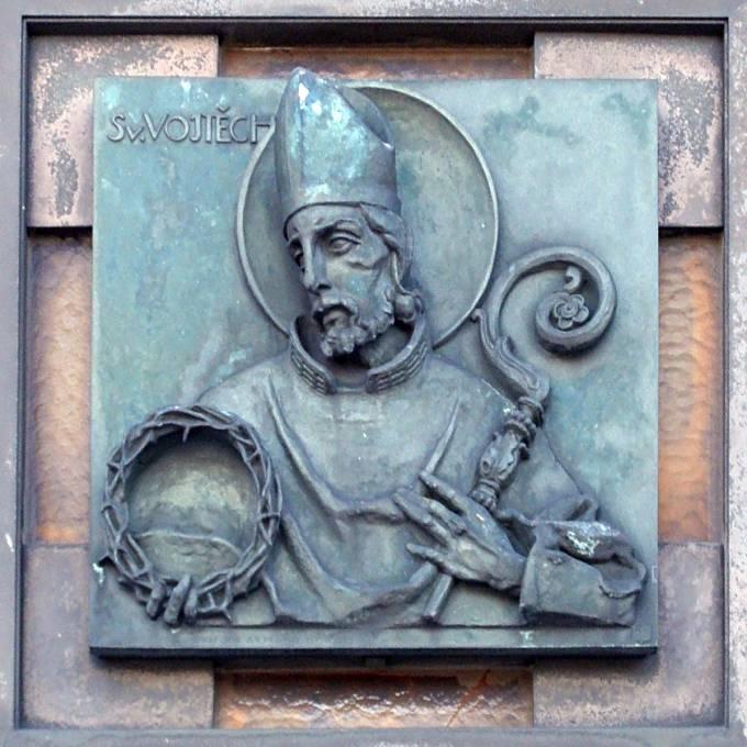 Vyobrazení svatého Vojtěcha na dveřích baziliky v Hostýně