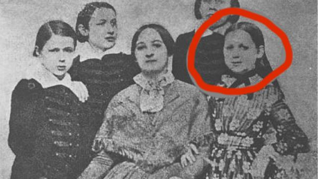 Fotografie Boženy Němcové s dětmi z roku 1852.