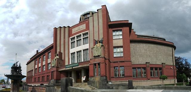 Muzeum východních Čech vHradci Králové bylo postaveno vletech 1909až 1912podle návrhu význačného českého architekta Jana Kotěry.
