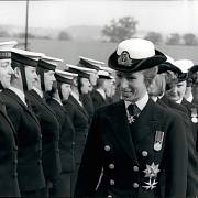 Princezna Anna na vojenské přehlídce půl roku po události