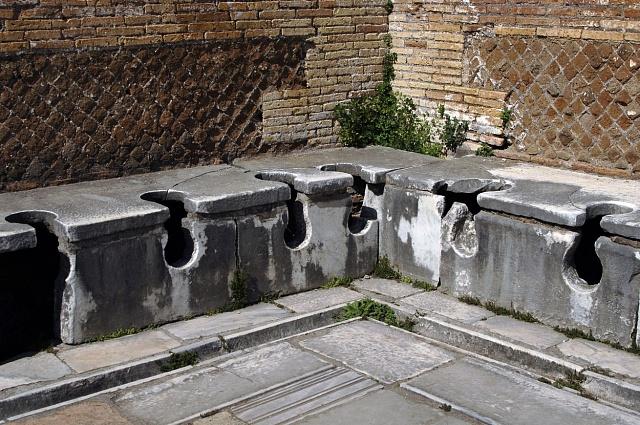 Veřejné latríny vŘímě