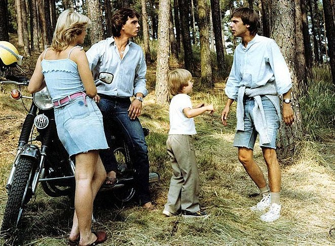 Když se džíny na kolenou prošoupaly, posloužily ještě jako kraťasy.