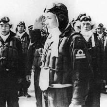 Piloti kamikaze zpočátku dobrovolníci, později byli mladí muži ke vstupu do sebevražedné jednotky vybízeni.
