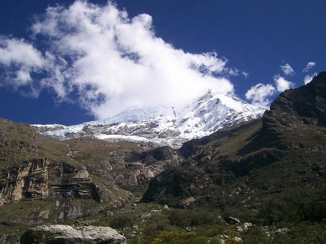 Pohled na vrchol Huascaran vparuánskách Andách