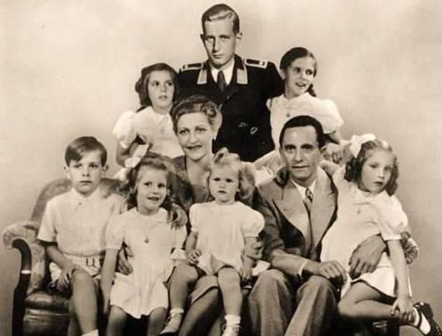 Rodina Goebbelsových, nahoře Magdin syn Harald z prvního manželství