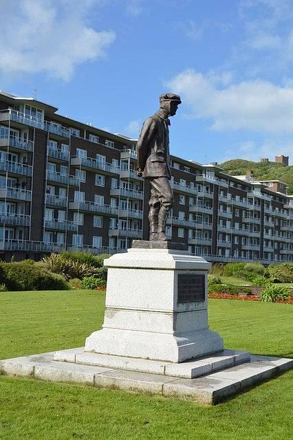Pomník Charlese Rollse v Doveru