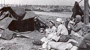 U Stalingradu - lidé v přístřešcích 1944
