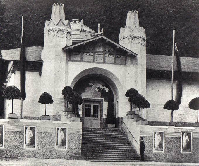 Pavilon SVU Mánes vPraze pod Kinskou zahradou, postavený pro výstavu Augusta Rodina (1902, zbořen 1917)