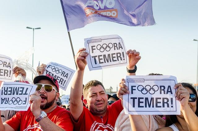 Brazílie, Sao Paulo, 17.srpna 2016.Demonstranti pod taktovkou odborů požadují pro změnu konec vlády Michela Temera.