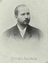 Významným spolupracovníkem a stoupencem Josefa Kaizla v mladočeské straně byl Václav Škarda, od roku 1897 výkonný tajemník partaje.