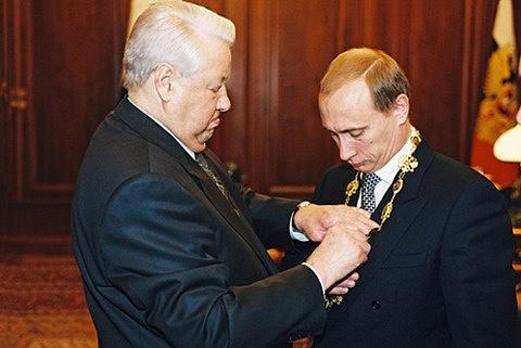 Vladimir Putin už neopakoval chybu pučistů zroku 1991: vroce 1999se jednoduše domluvil skončícím prezidentem Jelcinem na předání moci