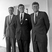Robert, Ted a John, bratři Kennedyovi.