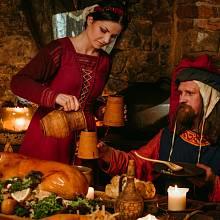 Skutečný život na středověkých hradech nebyl žádným luxusem.