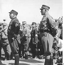 Ernst Röhm s SA-Oberstgruppenführerem Edmundem Heinesem