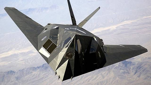 """F-117 Nighthawk, letoun vybavený """"neviditelnou"""" technologií stealth"""