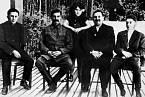 Stalinovi potomci: zcela vlevo Jakov, zcela vpravo Vasilij, uprostřed Světlana