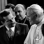 Papež při setkání s polským opozičním předákem Lechem Walesou