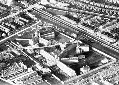 Věznice Mountjoy v Dublinu, jak vypadala v roce 1973, kdy z ní vrtulníkem uprchli tři vězňové