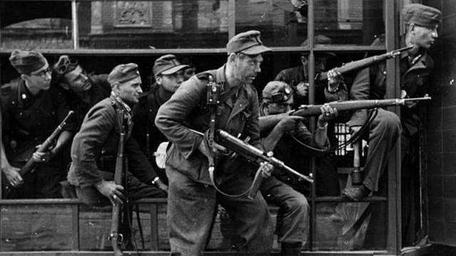 Psychopati se zbraněmi, speciální jednotka SS zabíjela děti ve velkém