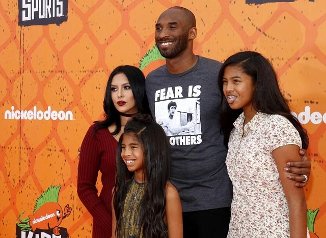 Kobe Bryant se svou rodinou. Zleva doprava jde omanželku Vanessu a dcery Giannu Marii Onore a Natalii Diamante