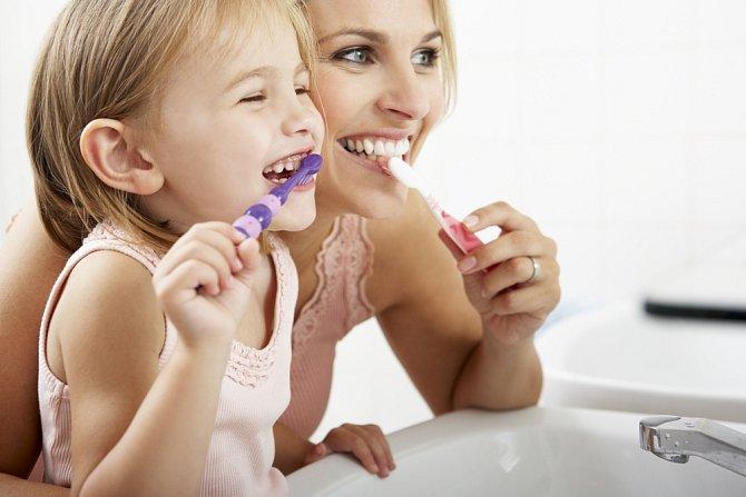 Základem je správná ústní hygiena.