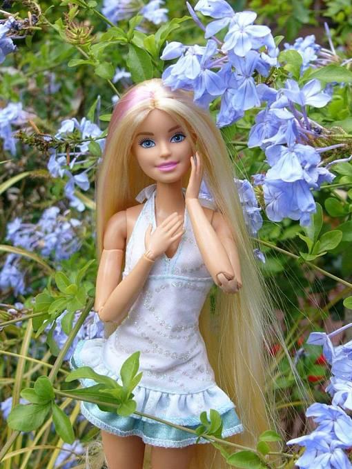 Film by měl ukázat Barbie v její původní podobě, jako modrookou blondýnku