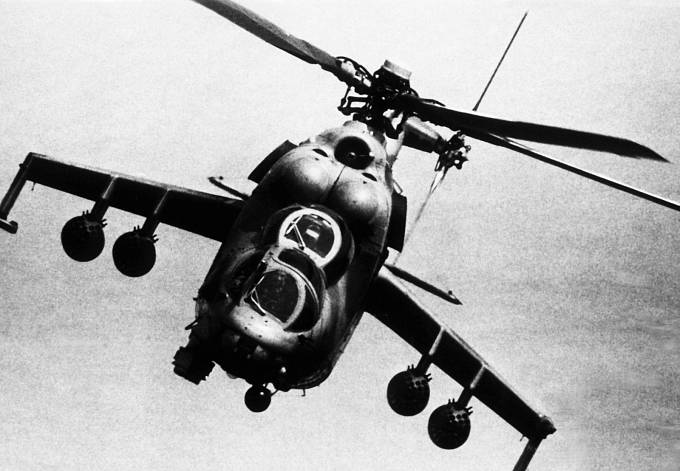 Dvoumotorový bitevní vrtulník Mil MI-24, používaný iráckou armádou