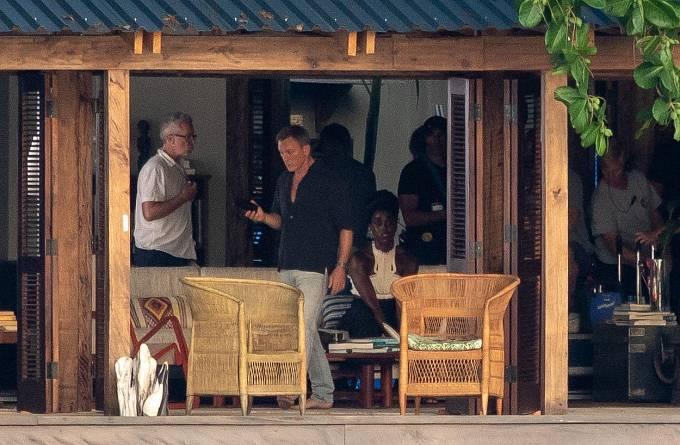 Lashana Lynchová a Daniel Craig při natáčení nového Bonda