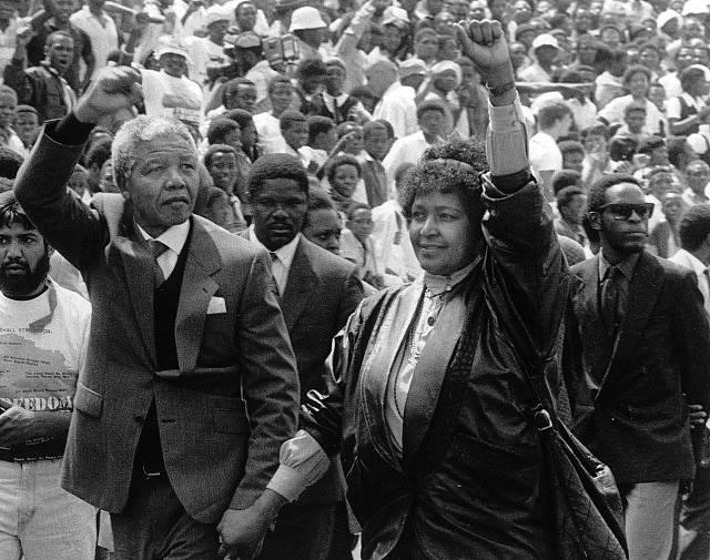 Mandela krátce po propuštění, s chotí Winnie
