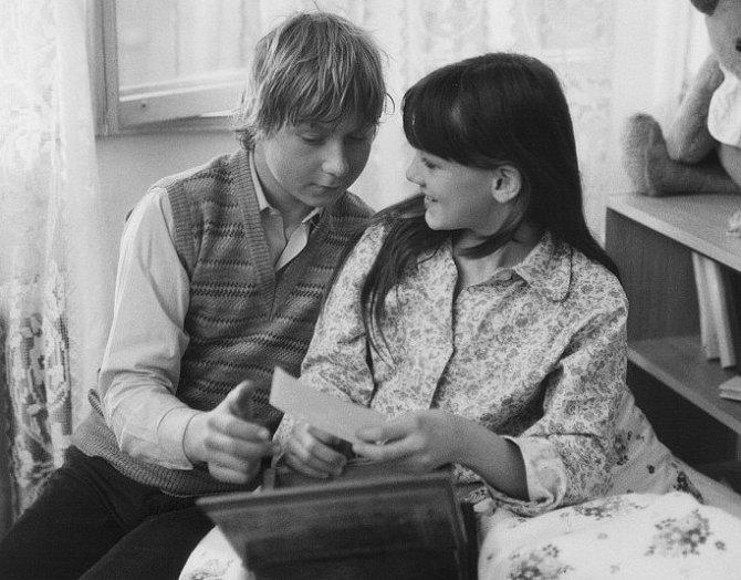 Viktor Král a Monika Kvasničková ve filmu Pánská jízda