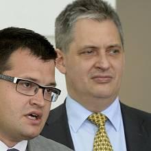 """Jiřího Dienstbiera s disidentským původem nahradil na postu ministra lidských práv """"přísný muž"""" Jan Chvojka."""