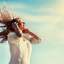 Tajemné zvuky z nebe lidi fascinují, ale i děsí. Co je jejich příčinou?