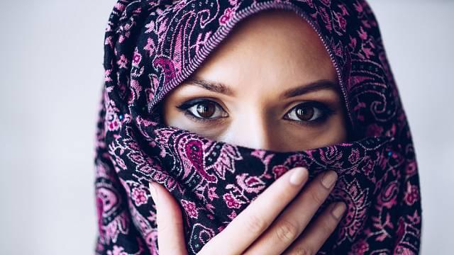 Jak vnímají muslimky, že musí zahalovat tvář